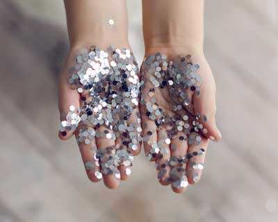 Glitter hands - Activities to learn about personal hygiene